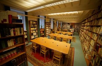 Könyvtári nyitvatartás